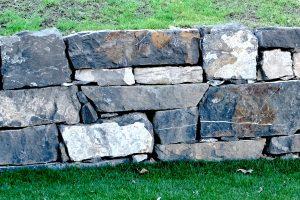 Steinmauer in Hinterschellenberg